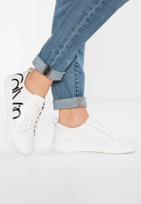 Calvin Klein - DANYA - Baskets basses - white/black - 0