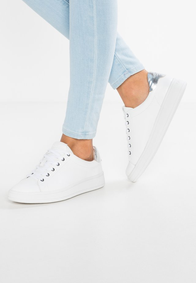 SOLANGE - Sneakers laag - white/silver