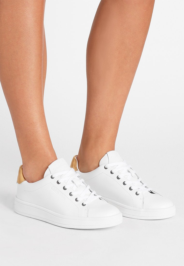 Calvin Klein - SOLANGE - Sneakers basse - white/gold