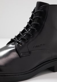 Calvin Klein - FORDEN LACE UP BOOTIE - Nauhalliset nilkkurit - black - 5
