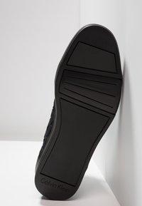 Calvin Klein - BERKE EMBOS - Korkeavartiset tennarit - black - 4