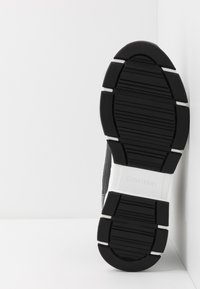 Calvin Klein - CADO LACE UP BOOTIE - Vysoké tenisky - black - 4