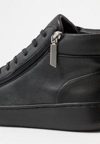 Calvin Klein - FRANSISCO HIGH TOP LACE UP - Baskets montantes - black - 5