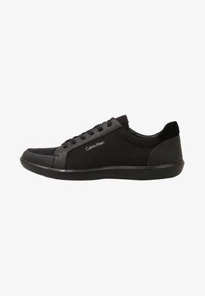 MACABEE - Sneakersy niskie - black