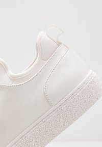 Calvin Klein - EDWYN LOW TOP LACE UP - Sneakers - white - 5
