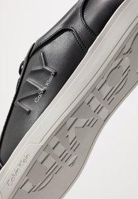 Calvin Klein - BOONE - Sneakers laag - black - 5