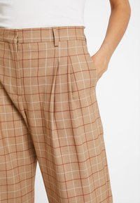 Calvin Klein - WINDOW PANE CHK PLEATED STL PANT - Bukser - multi - 4