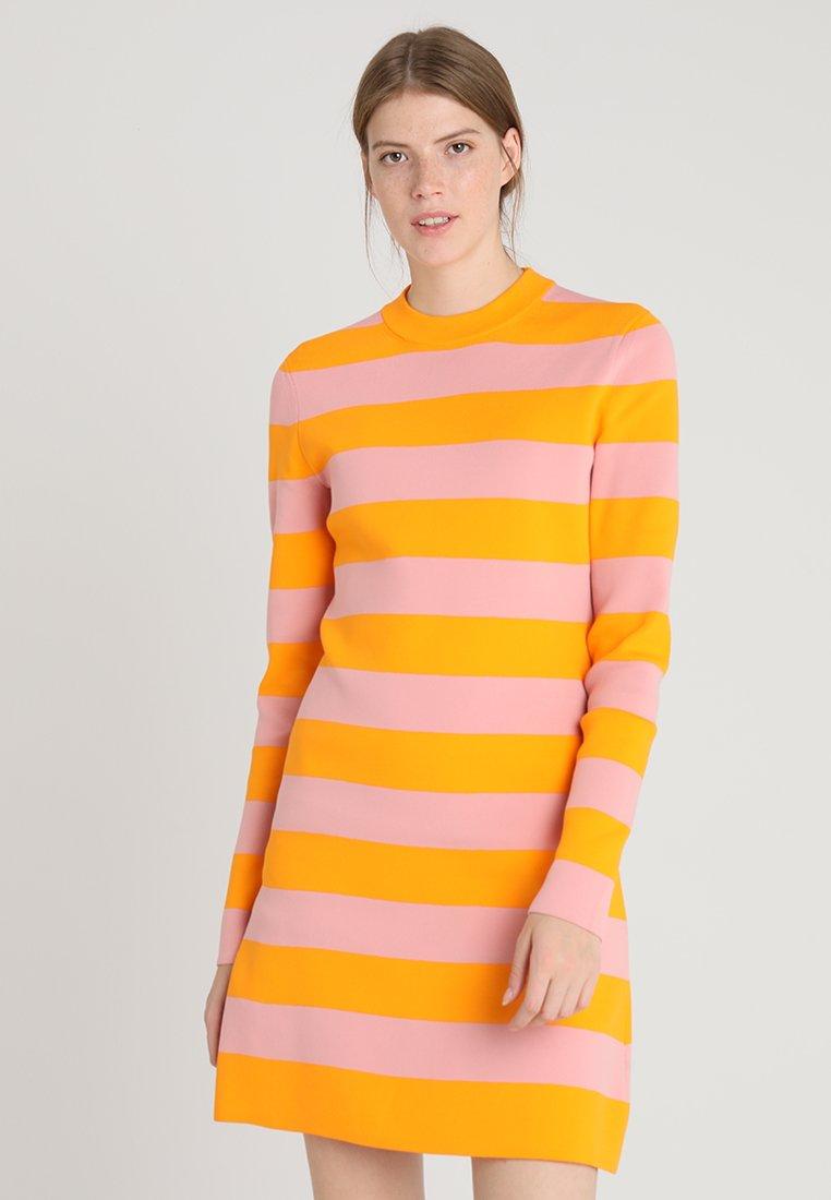 Calvin Klein - STRIPE FUNNEL DRESS  - Strickkleid - orange