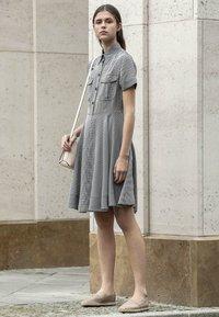 Calvin Klein - STRONG GINGHAM DRESS - Blousejurk - black/white - 4