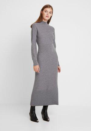 SUPERFINE COLUMN DRESS - Strikket kjole - grey