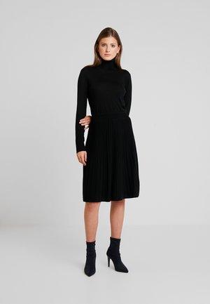 SUPERFINE FLARE DRESS - Sukienka dzianinowa - black