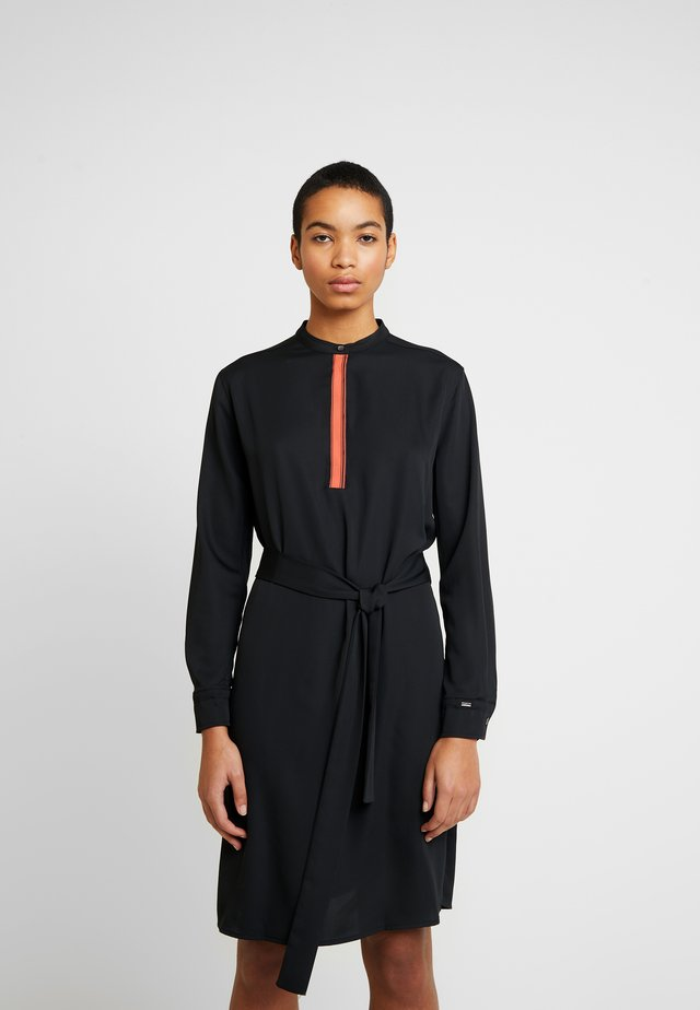 BELTED PLACKET DRESS - Vestido informal - black
