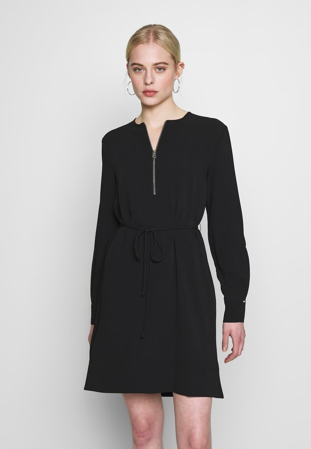 TRAVEL CREPE - Vestido informal - calvin black
