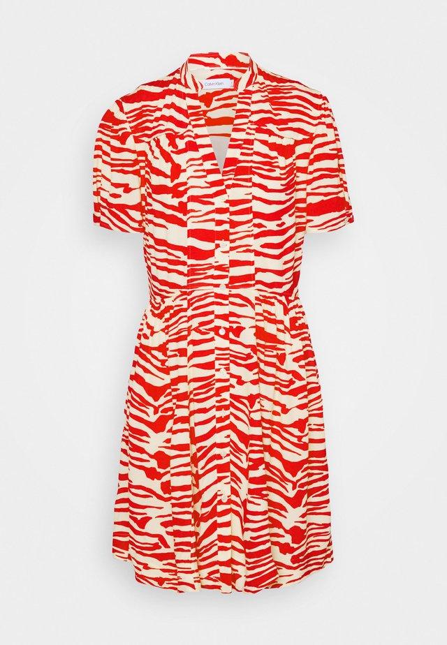 ZEBRA PRINT WAISTED BUTTON THROUGH DRESS - Sukienka letnia - oddyssey