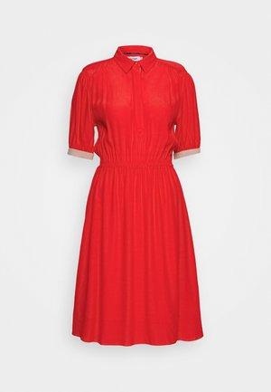 ELASTIC WAIST - Abito a camicia - red
