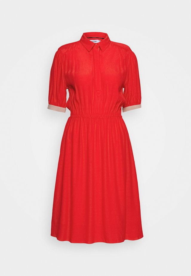ELASTIC WAIST - Shirt dress - red