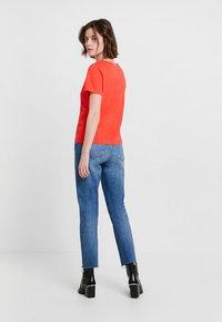Calvin Klein - NEW NECK LOGO - Triko spotiskem - red - 2