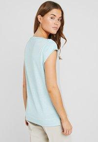 Calvin Klein - TEE OPEN NECK - T-shirt con stampa - white - 2
