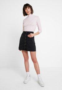 Calvin Klein - TURTLE - T-shirt à manches longues - red - 1