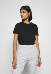 Calvin Klein - SMALL LOGO EMBROIDERED TEE  - Jednoduché triko - black - 0