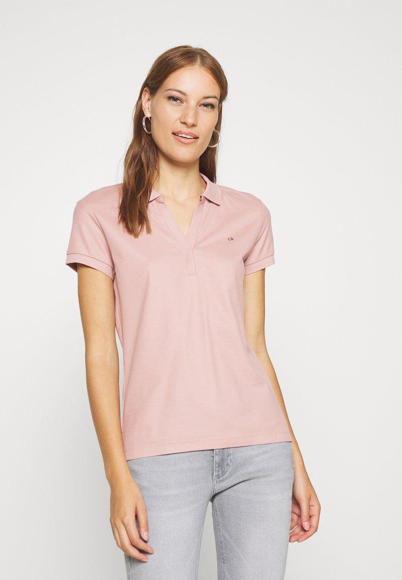 Calvin Klein - ESSENTIAL - Polo - light pink