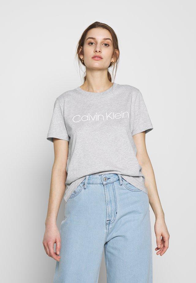 CORE LOGO CREW TEE - T-shirt med print - grey