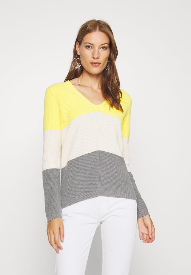 COLOR BLOCK - Pullover - white/mid grey/yellow
