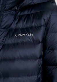 Calvin Klein - ESSENTIAL LIGHT COAT - Donsjas - blue - 6