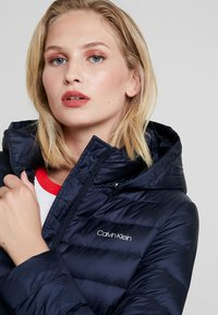 Calvin Klein - ESSENTIAL LIGHT COAT - Donsjas - blue - 5