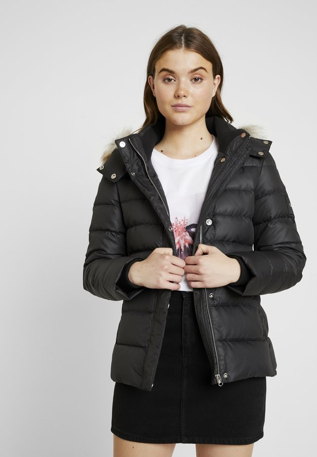 ESSENTIAL JACKET - Gewatteerde jas - black