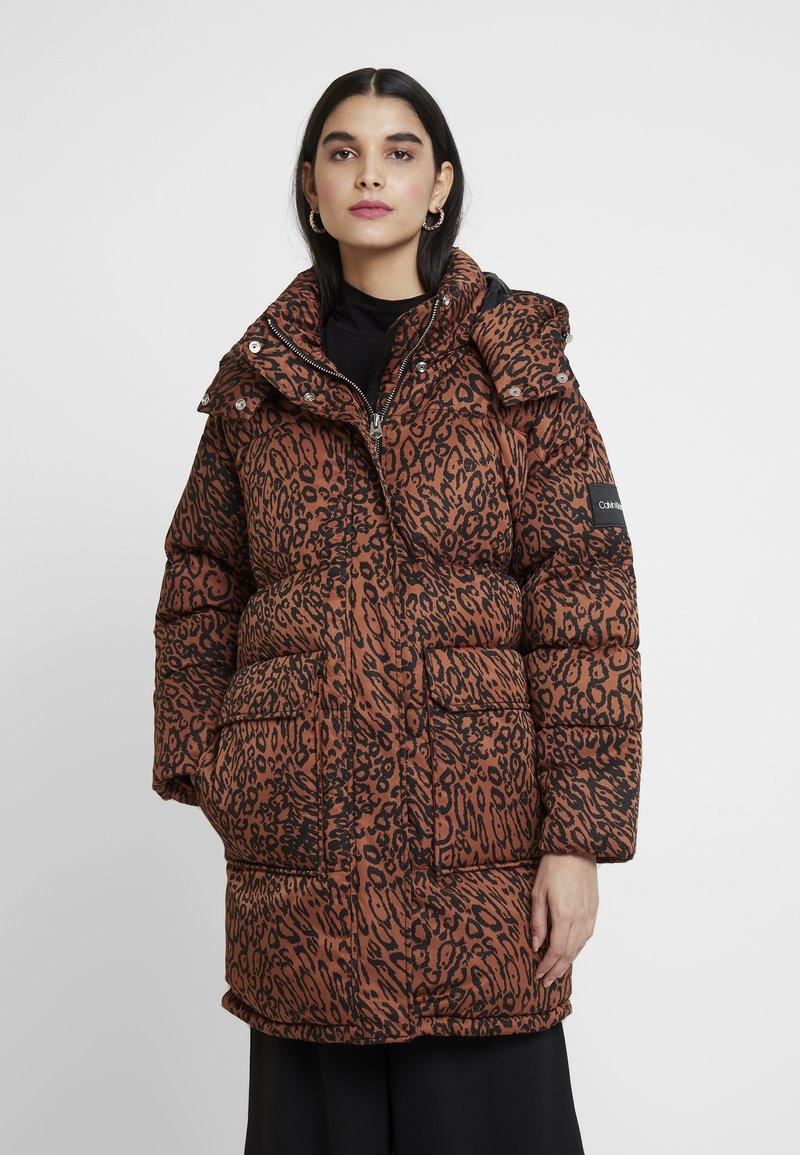 Calvin Klein - LEOPARD - Vinterkåpe / -frakk - brown