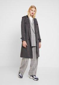 Calvin Klein - TRANSSEASONAL - Trenchcoat - grey - 1