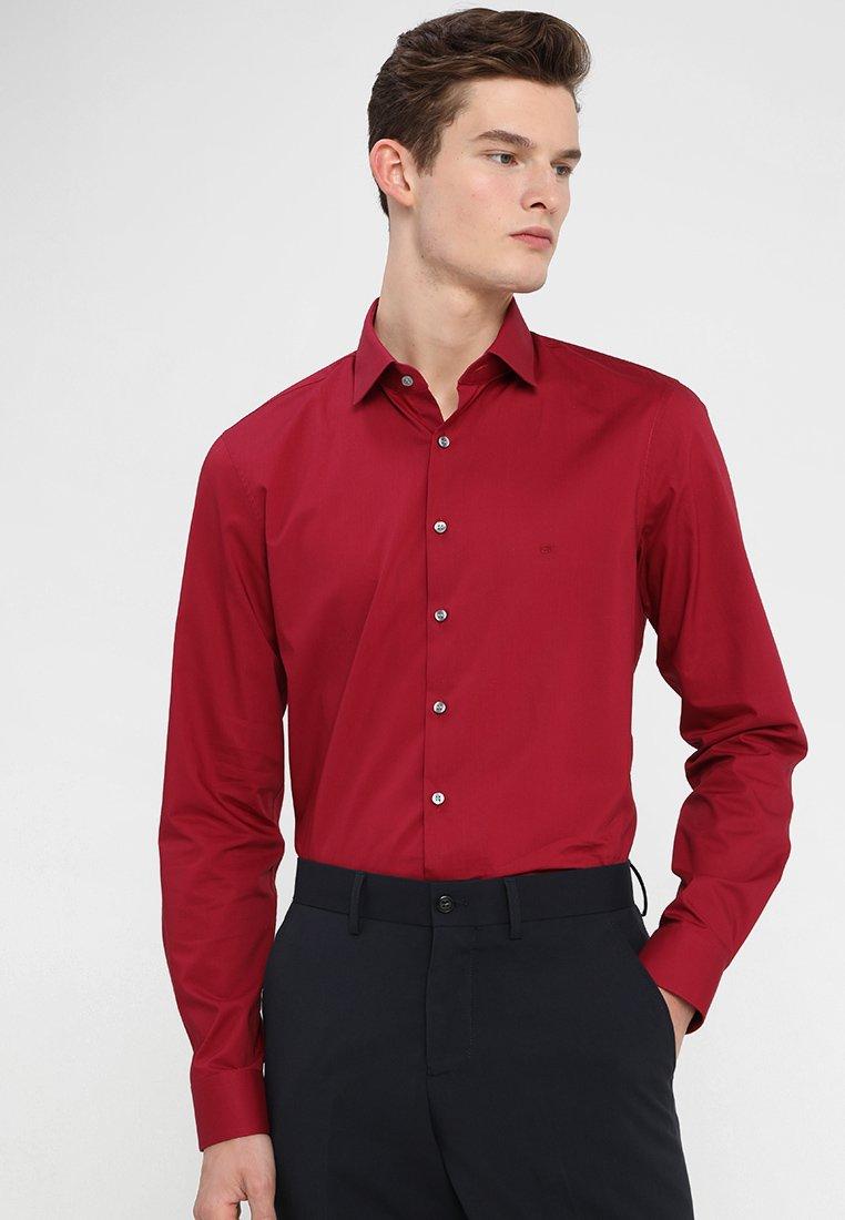 Calvin Klein - POPLIN STRETCH SLIM FIT - Formal shirt - red