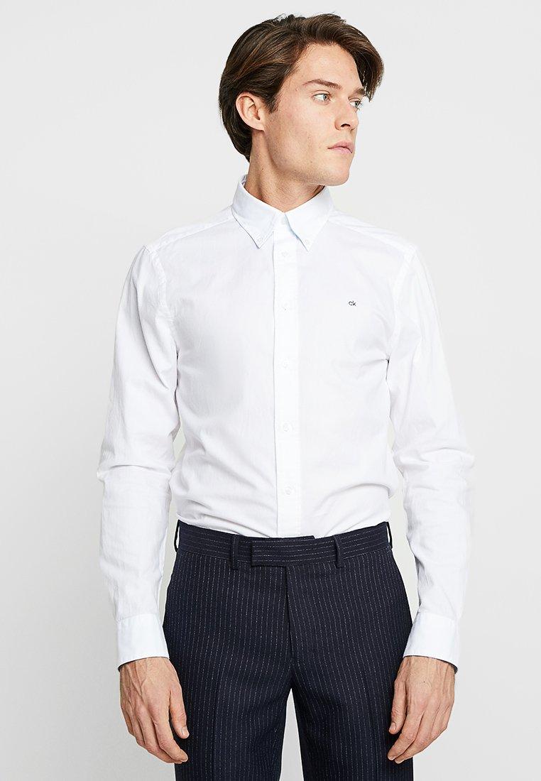 Calvin Klein - CONTRAST LOGO OXFORD - Hemd - white