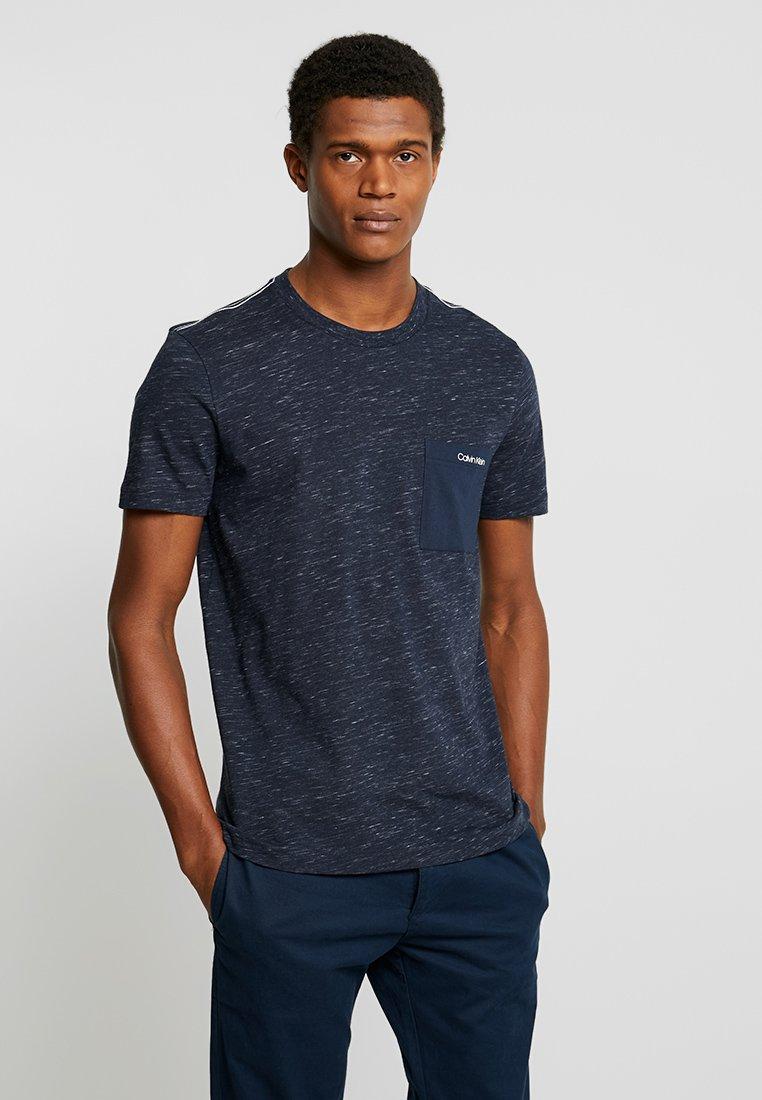 Calvin Klein - CONTRAST POCKET - Print T-shirt - blue