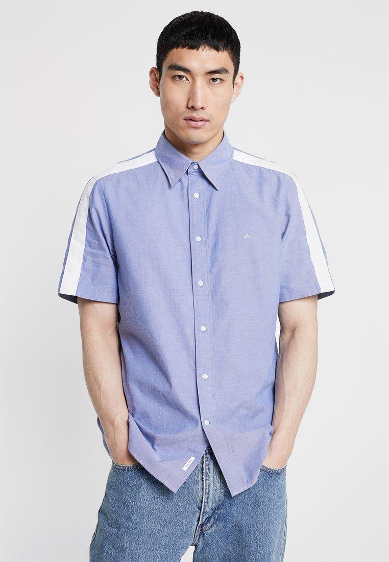 Calvin Klein - STRIPE DETAIL SHORT SLEEVE SHIRT - Skjorter - blue