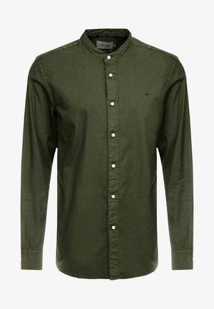 STAND COLLAR GARMENT DYE SHIRT - Hemd - green