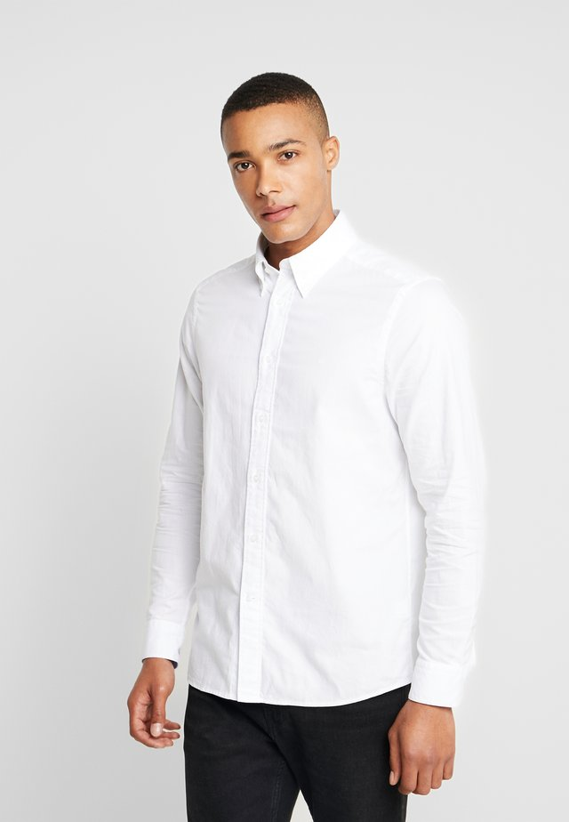 BUTTON DOWN WASHED REGULAR FIT - Shirt - calvin white