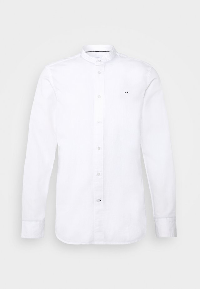 STAND COLLAR LIQUID TOUCH SHIRT - Chemise - white