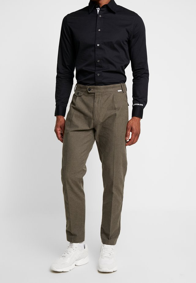 TAPERED FIT HEATHER PANT - Tygbyxor - green