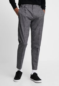 Calvin Klein - TAPERED FIT CHECK PANT - Stoffhose - black - 0