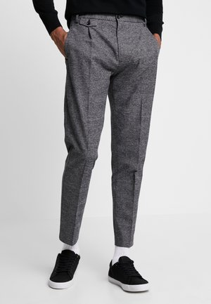 TAPERED FIT CHECK PANT - Bukse - black