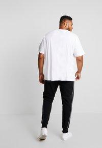 Calvin Klein - LOGO PRINT PANT - Tracksuit bottoms - black - 2