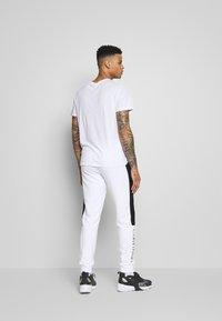 Calvin Klein - OGO STRIPE  - Trainingsbroek - white - 2