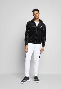 Calvin Klein - OGO STRIPE  - Trainingsbroek - white - 3