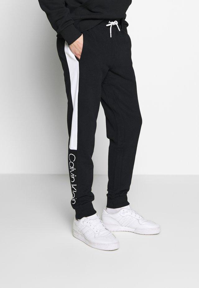 OGO STRIPE  - Teplákové kalhoty - black