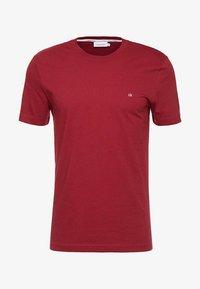 Calvin Klein - LOGO - Jednoduché triko - red - 3