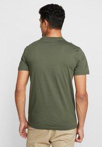 Calvin Klein - LOGO - T-Shirt basic - green - 2