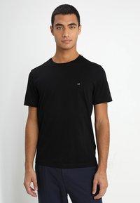 Calvin Klein - LOGO - Basic T-shirt - perfect black - 0