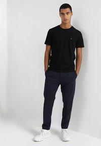 Calvin Klein - LOGO - Basic T-shirt - perfect black - 1